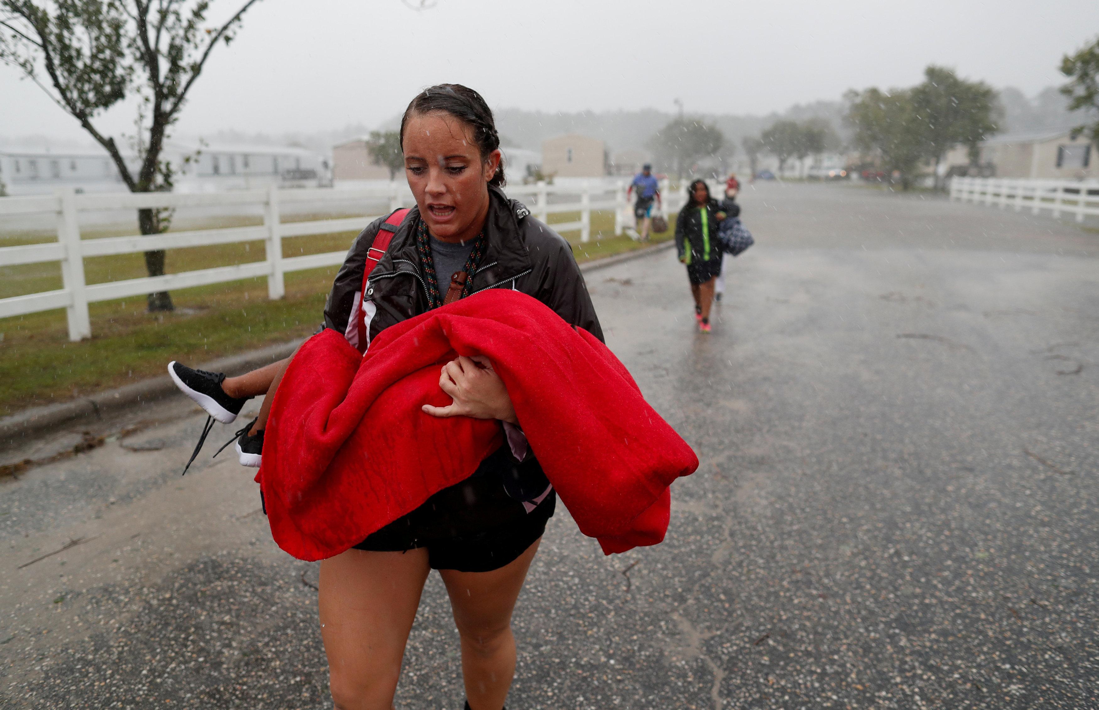 Pese a que Florence se degradó a tormenta tropical, las autoridades alertaron que podrían continuar las inundaciones y destrucciones(REUTERS/Randall Hill TPX IMAGES OF THE DAY)