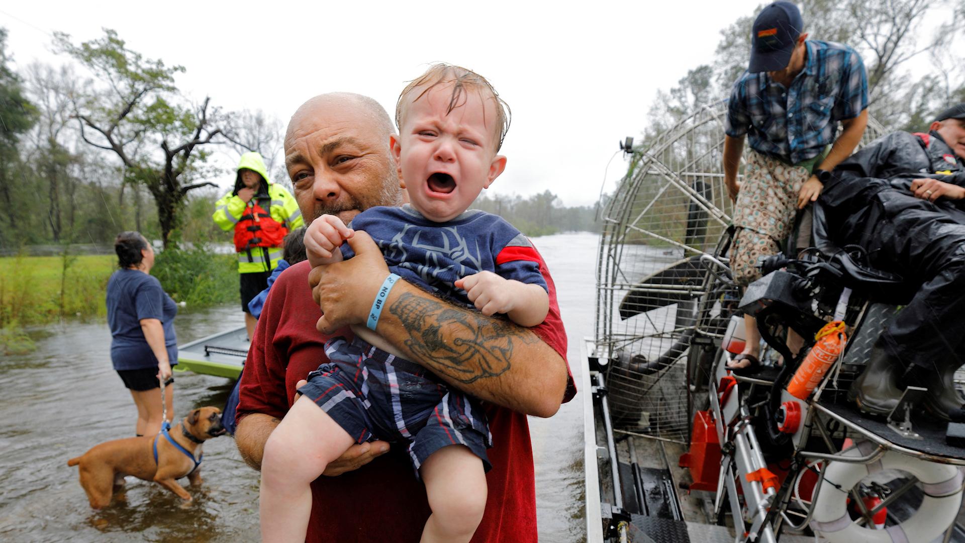 Desgarradoras imágenes de niños conmocionados por el paso de Florence (Reuters)