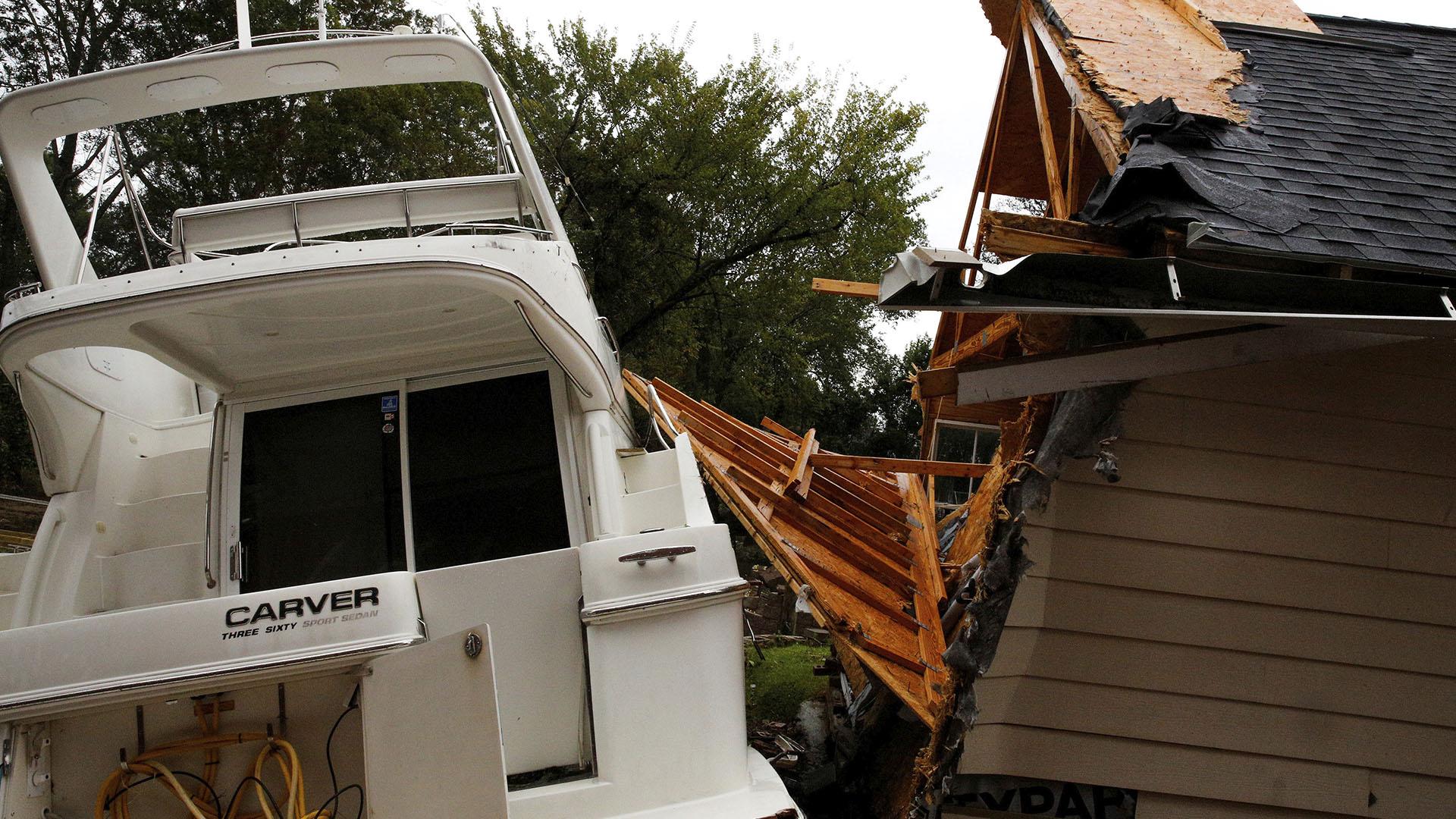 Las autoridades advirtieron que podría haber más destrucción en las próximas horas (Reuters)