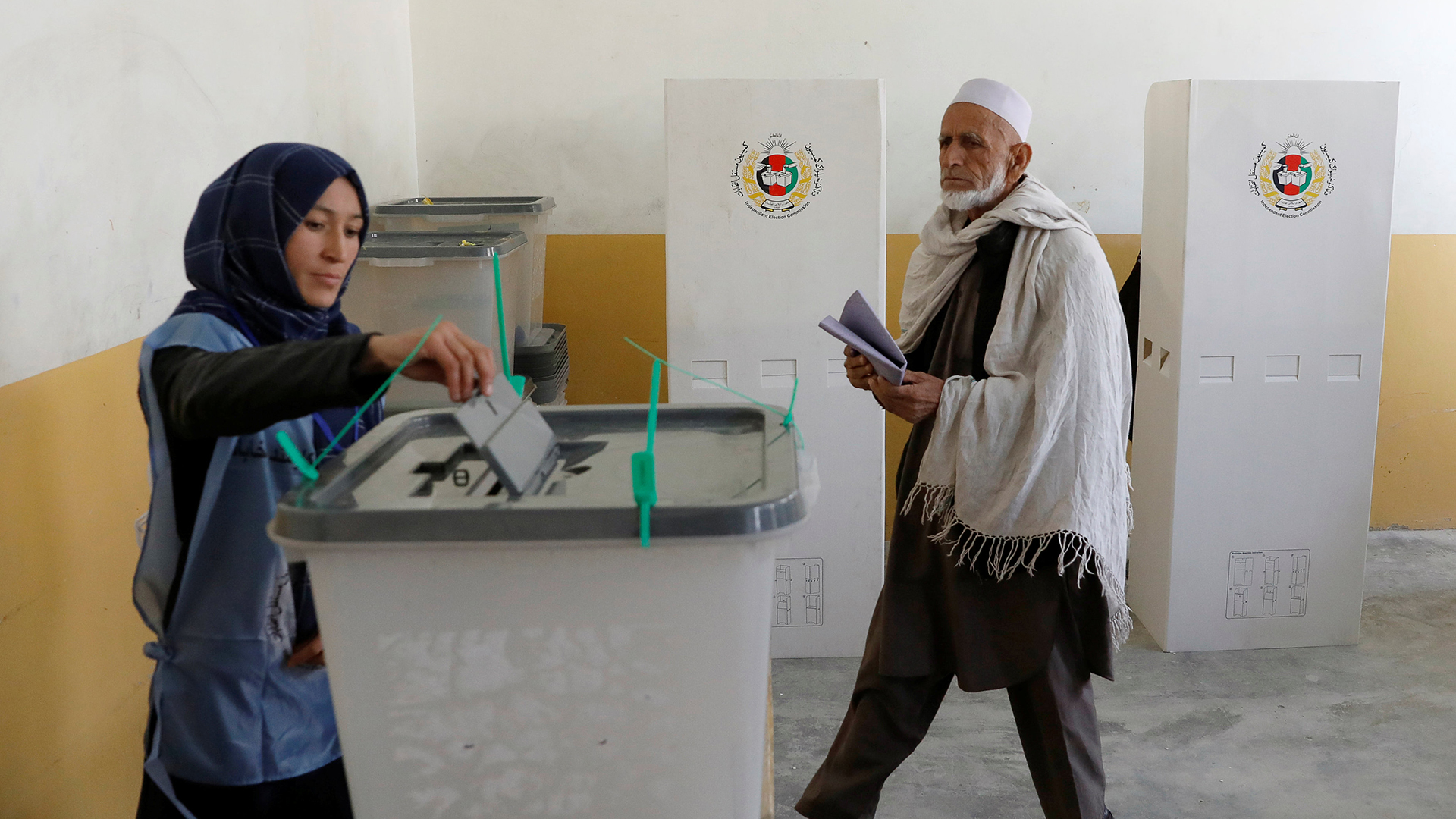 """Pese a los ataques de los insurgentes, las autoridades afganas consideraron la jornada """"un éxito""""(Reuters)"""