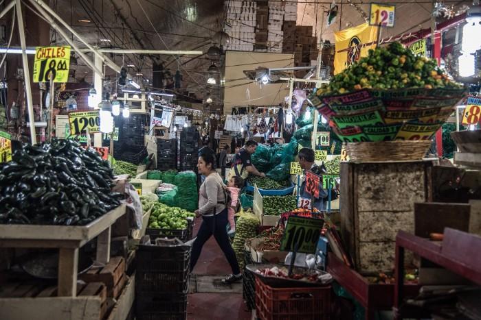 Comerciantes en mercados (Foto: Cuartoscuro)